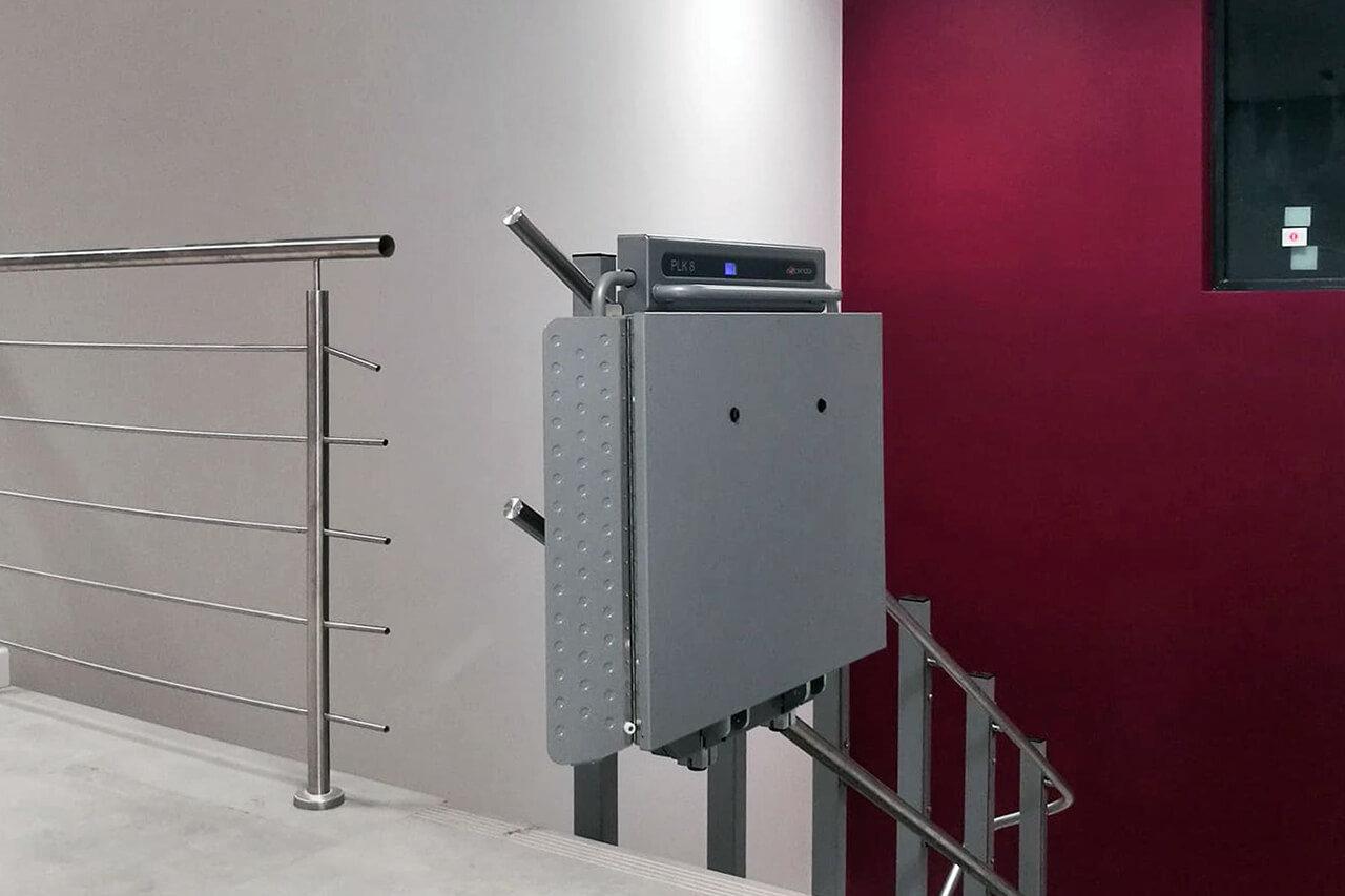 Dlaczego osoby niepełnosprawne wybierają platformy schodowe Ascendor?