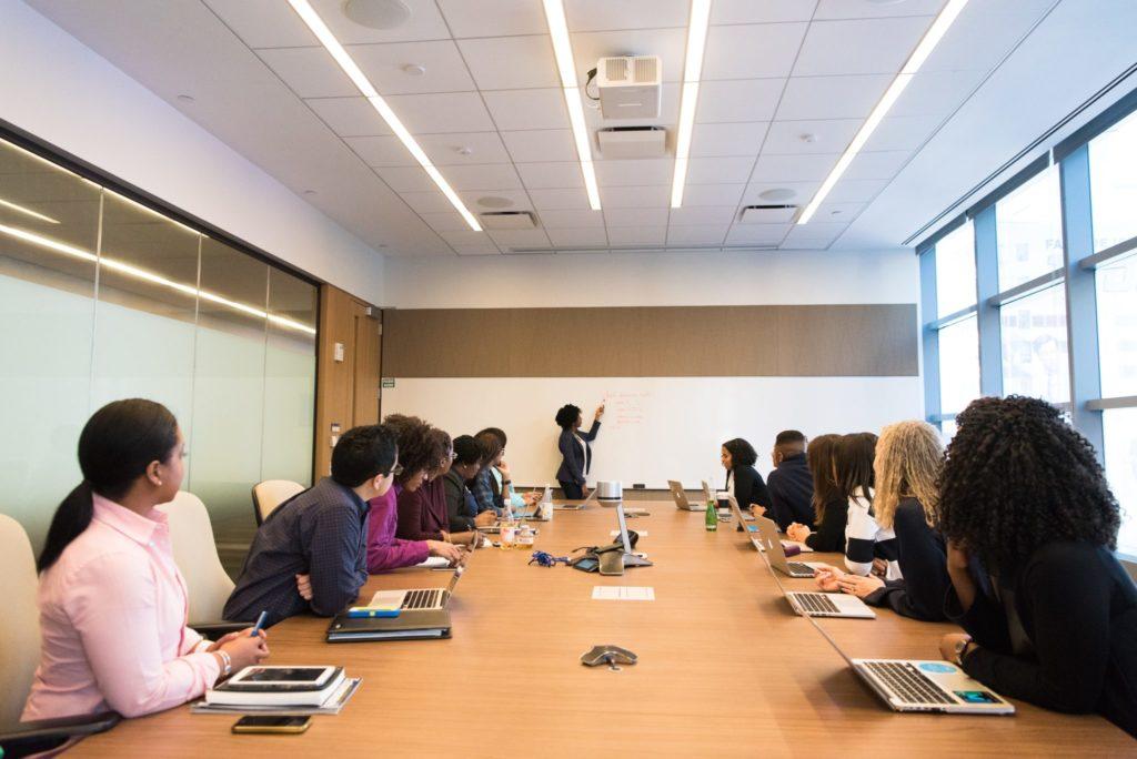 Szkolenia dla pracowników administracji publicznej stanowią czynnik napędowy w rozwoju tego obszaru rynku.