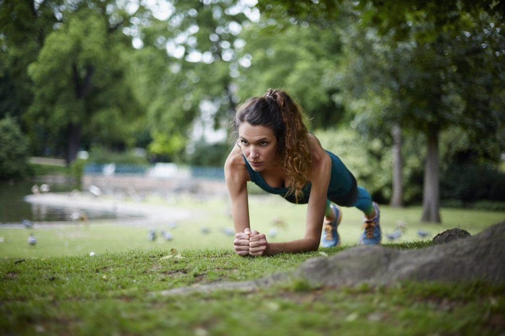 Jak odpowiednio przygotować się do treningu fitness?